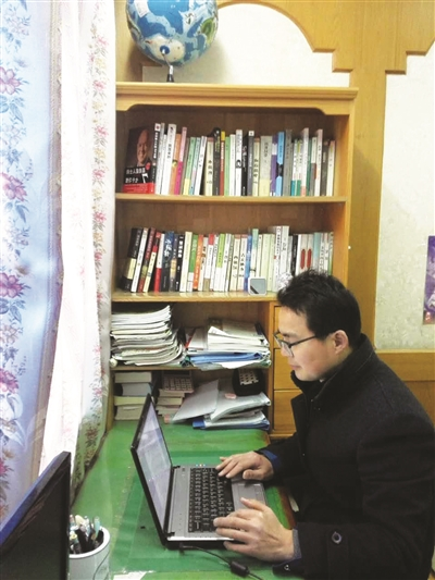 钱进说,与许多土生土长的高邮人一样,他从小就喜爱阅读与家乡高邮